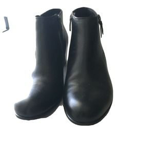 Women's Ecco Leather Ankle Side Zip Boots. Sz 7.5